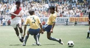 Cubillas encantou a todos durante a Copa de 70 (Foto: Divulgação-/ fifa.com)