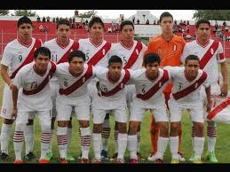 Seleção peruana campeã do sul-americano sub-15 2013. Luis Iberico com a famigerada camisa 9 (Foto: Divulgação/peru.com)