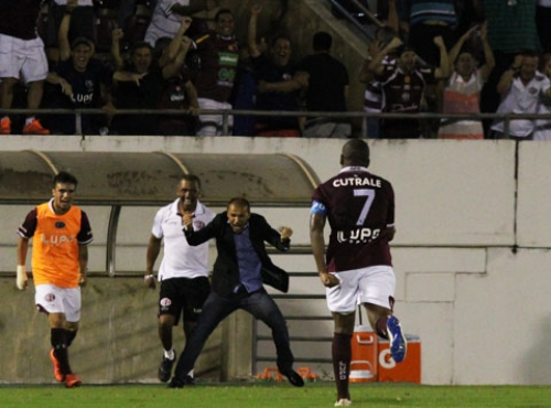Alan Mineiro marcou três na vitória sobre o Rio Branco (Foto: Leonardo Fermiano/Ferroviária S/A)