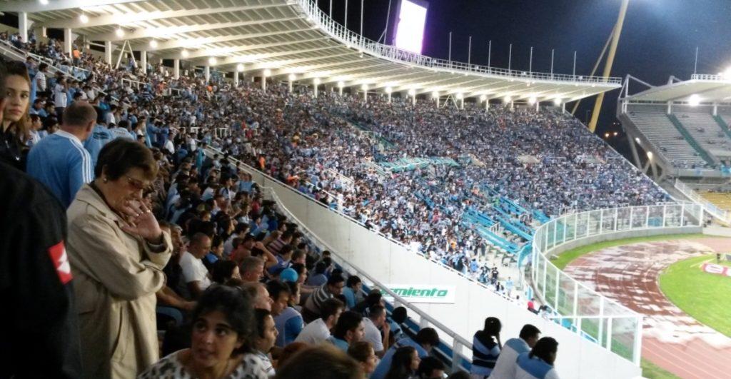 Torcida do Belgrano no Estádio Mario Kempes (Foto: Marcos Gaspar / Alambrado)