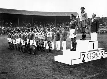 A Suécia campeã olímpica em 1948 (Foto: COI/Divulgação)