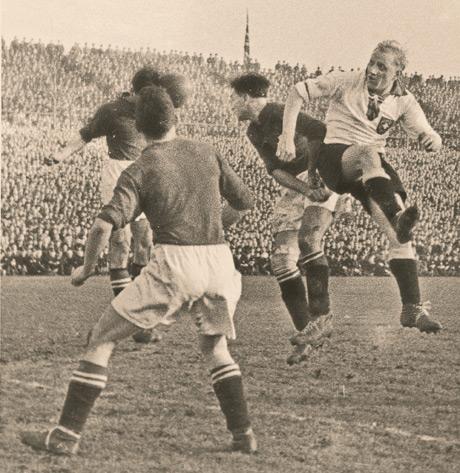 Fritz Szepan (à direita) cabeceia para mais um gol (Foto: DFB/Divulgação)