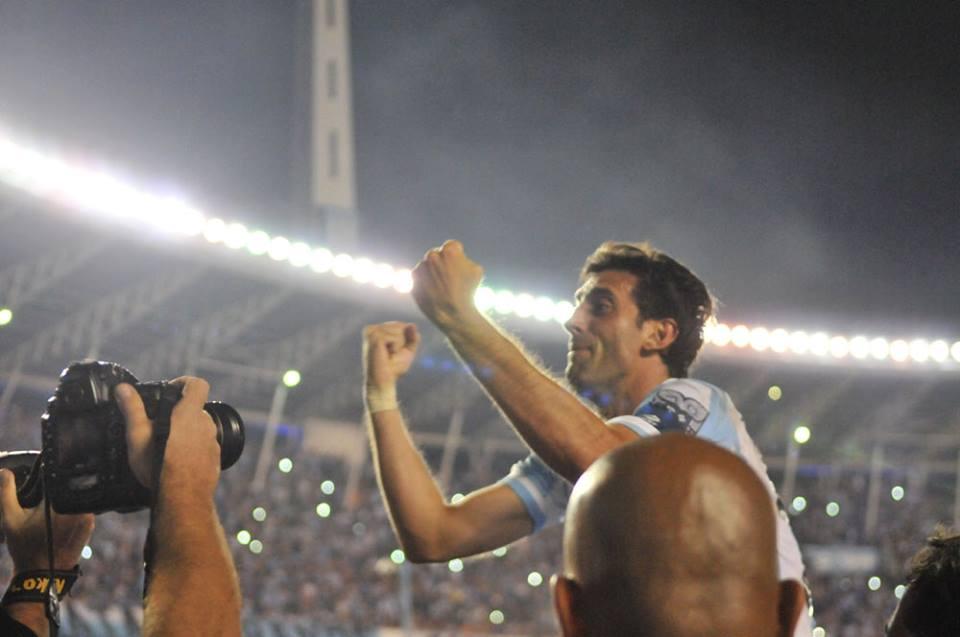 O veterano Diego Milito esteve nas conquistas de 2014 e 2001 (Foto: Divulgação/Racing)