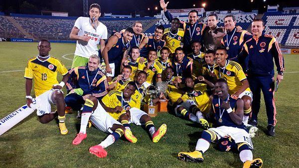 Colombianos comemoram o título da Copa UC Chile em 2014 (Foto: Federação Colombiana/Divulgação)
