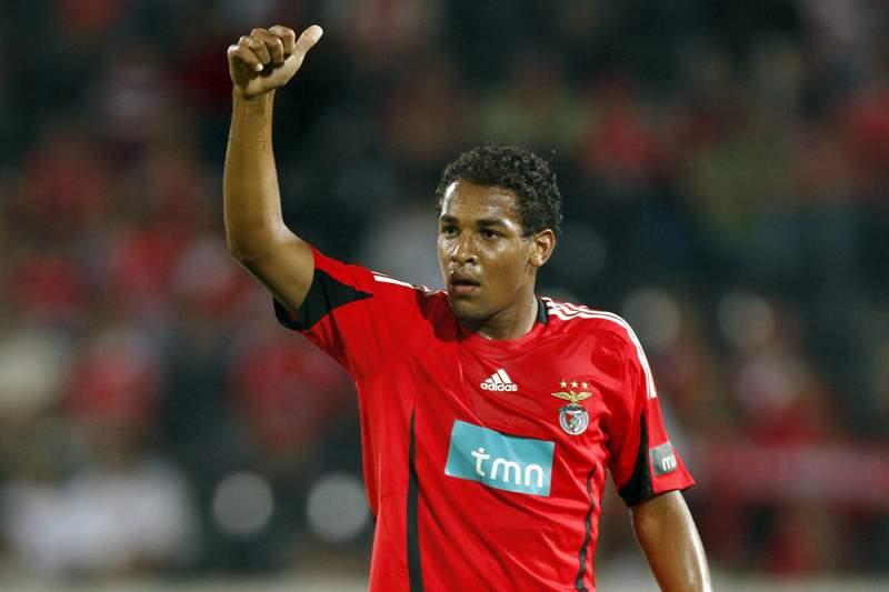 Contratado antes de estrear no profissional, Fellipe Bastos fracassou no Benfica (Foto: Reprodução/desporto.sapo.pt)
