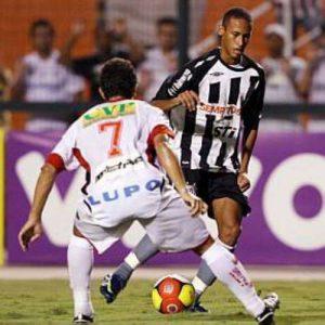 Neymar faz sua estreia como profissional pelo Santos (Foto: Reprodução)