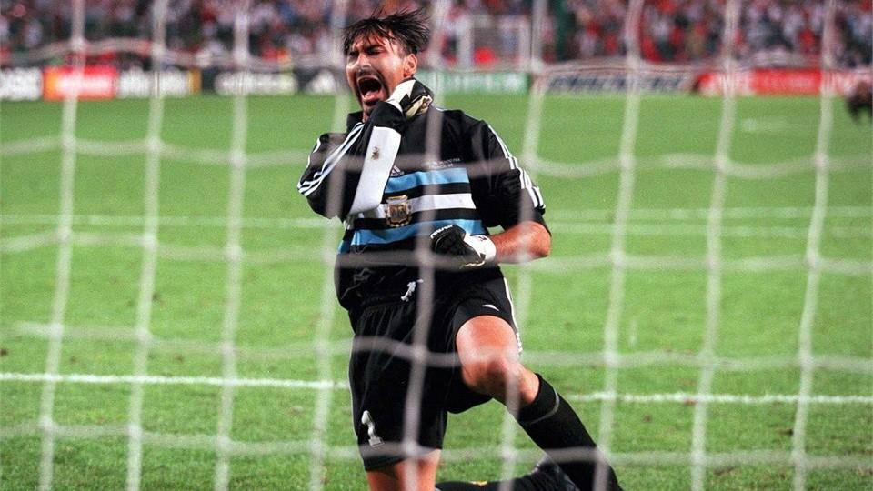 O goleiro vibra durante a Copa de 1998 (Foto: FIFA/Divulgação)