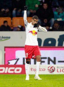 Comemorando um dos muitos gols que marcou na Áustria (Foto: Reprodução)