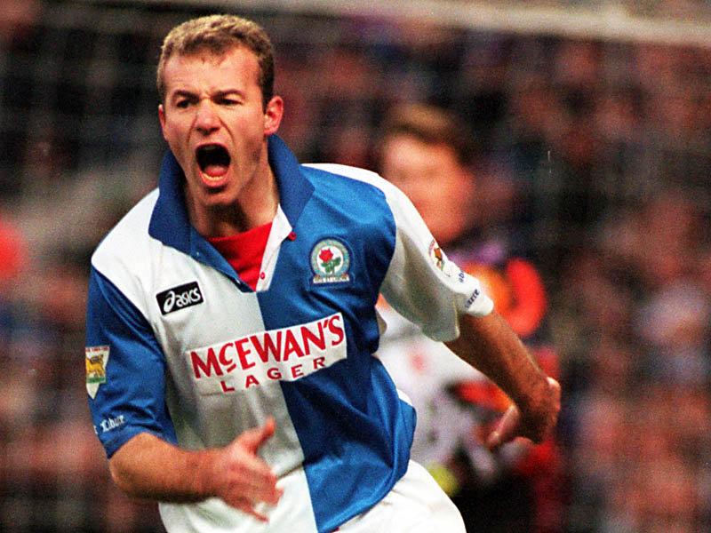 Shearer marcou época no ataque do Blackburn (Foto: Premier League/Divulgação)