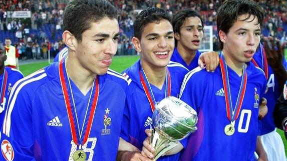 Benzema, Ben Arfa e Nasri comemoram o título francês em 2004