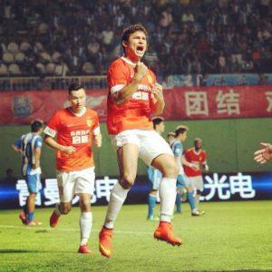 Elkeson comemora gol pelo Guangzhou-CHN (Foto: Reprodução)