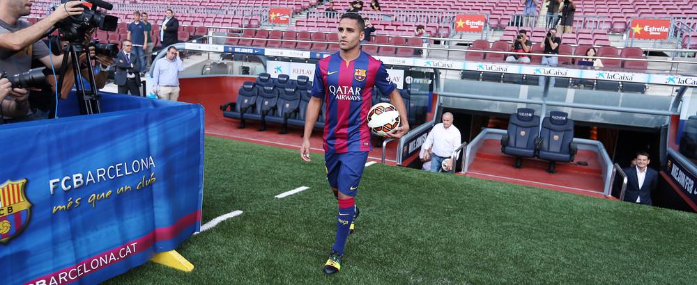 Douglas foi contratado junto ao São Paulo em 2014 (Foto: FCB)
