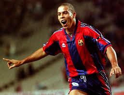Uma temporada e tanto de Ronaldo no Barcelona (Foto: Reprodução/blogsfcb.com)