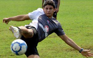 Jogador em treino do Vitória-BA (Foto: Reprodução)