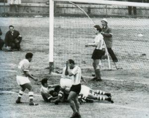 Diante da Argentina, Camacho fez o gol que praticamente deu o título à Bolívia (Foto: Reprodução/Historiadelfutbolboliviano.com)