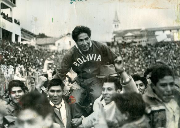 Já ídolo, Ugarte se transformou em lenda após o título de 63 (Foto: Reprodução/Historiadelfutbolboliviano.com)