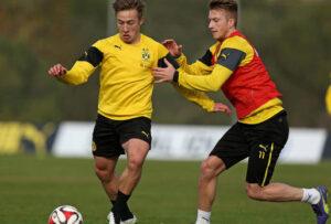 Passlack treinando com o ídolodo Borussia Dortmund Marco Reus (Foto: Reprodução/ran.de)