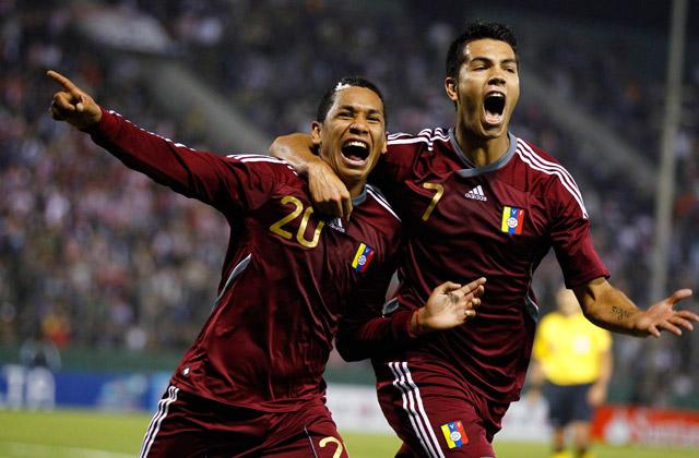 Na Argentina, Venezuela de Perozo (20) e Fedor só caiu diante do Peru de Paolo Guerrero (Foto: Reprodução/Ovacion Deportes)