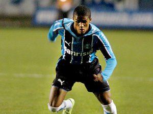 No Grêmio, uma breve passagem pelo clube que o revelou (Foto: Reprodução)