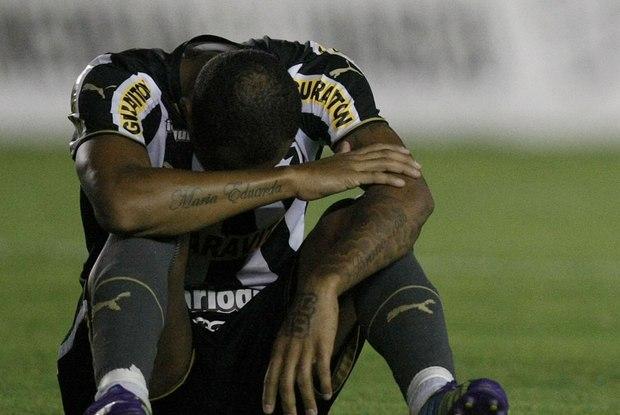 Com problemas financeiros, Botafogo fez péssimo Brasileirão e caiu pela segunda vez (Foto: Reprodução)