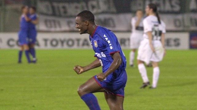 Ailton quase alcançou a glória na Libertadores de 2002 (Foto: Reprodução)