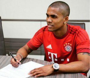 Jogador assinou contrato de quatro anos (Foto: Reprodução)