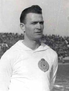 Bobek foi um dos grandes nomes do futebol nas décadas de 40 e 50 (Foto: Reprodução)
