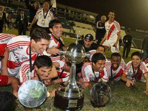 O River plate levou a Libertadores sub-20 2012 (Foto: Reprodução/peru.com)
