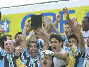Grêmio superou o Corinthians na final de 2001 (Foto: Reprodução)