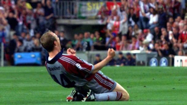 Basler comemora seu gol na final da Liga dos Campeões de 1999 (Foto: UEFA)