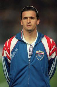 Ídolo do Real Madrid, Mijatovic defendeu duas seleções que não existem mais: Iugoslávia e Sérvia e Montenegro (Foto: Reprodução)