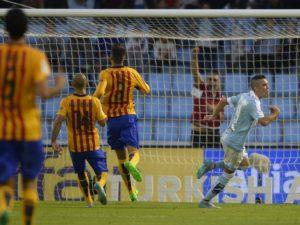 Aspas marcou dois verdadeiros golaços contra o Barcelona (Foto: Reprodução)