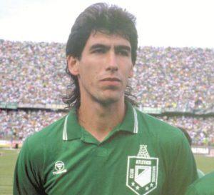 Andrés Escobar, ídolo do Atlético e uma das vítimas dos carteis colombianos (Foto: Reprodução)