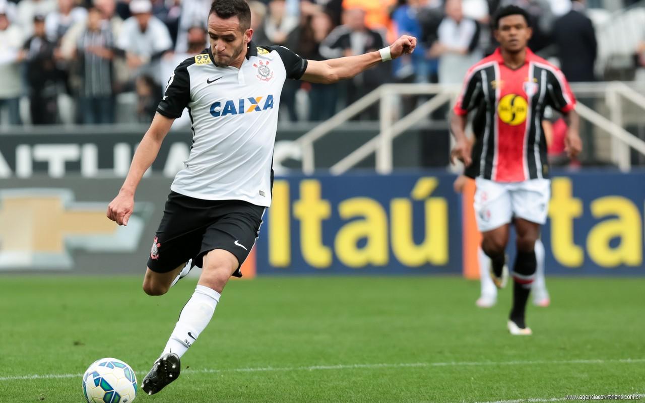 No Corinthians Renato Augusto dita o ritmo corintiano na partida (Foto: Rodrigo Grazzanel / Site Oficial)