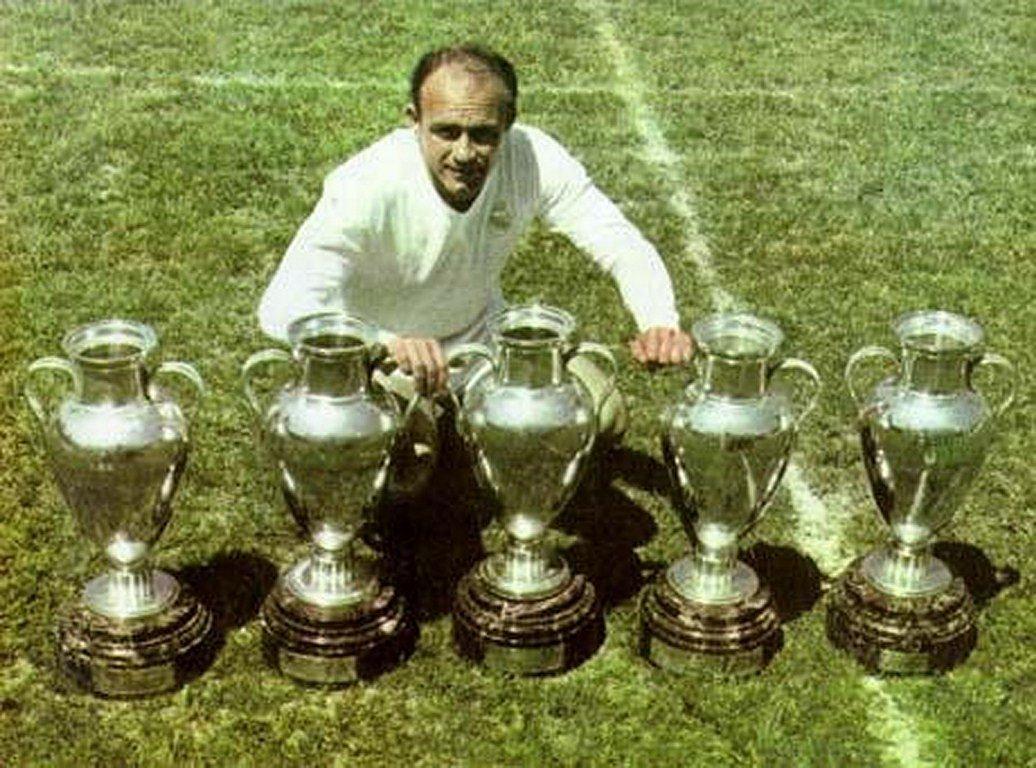 O gênio argentino fez história no Real, mas podia ter sido jogador do Barça (Foto: Reprodução)