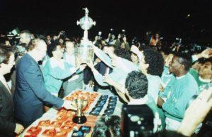 O Atlético Nacional, liderado por Higuita e Andrés Escobar, conquistou a América em 1989 (Foto: Reprodução)