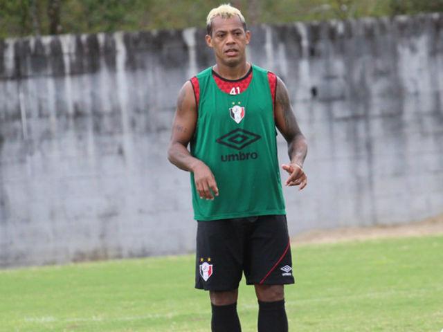 Aos 40 anos, Marcelinho Paraíba está entre os que mais gols de falta marcaram no Brasileirão: dois (Foto: Divulgação/Joinville)
