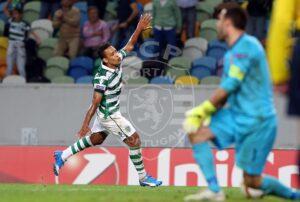 Matheus chegou cedo a Portugal (Foto: Reprodução)