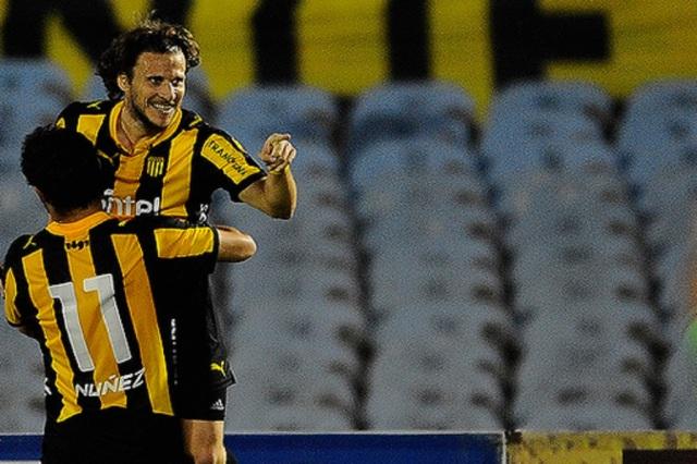 Forlán, o líder do Peñarol no atual Campeonato Uruguaio (Foto: Divulgação/Peñarol)