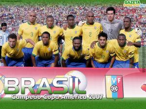 Brasil levou a Copa América de 2007, mas sem Ronaldinho e  Kaká, que pediram dispensa (Foto: Reprodução/GazetaEsportiva.Net)