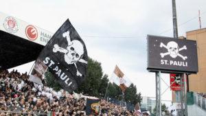 A força do estádio pode fazer o St Pauli alçar voos maiores (Foto: Reprodução/skysports