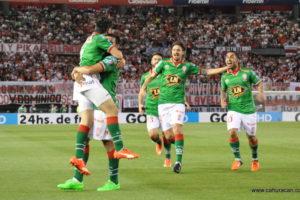 A comemoração na vitória diante do River Plate, pela Copa Sul-Americana (Foto: Divulgação/cahuracan.com)
