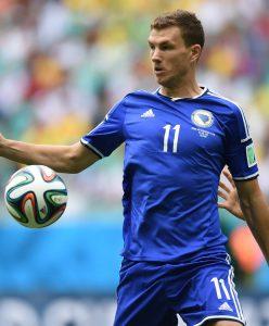 Dzeko, mais uma vez, é a estrela da Bósnia 9Foto: Divulgação/UEFA)