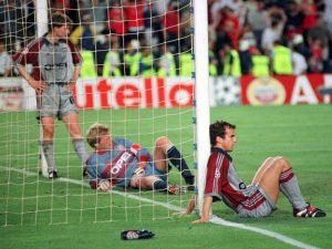 Jogadores do Bayern devastados após derrota (Foto: Reprodução)