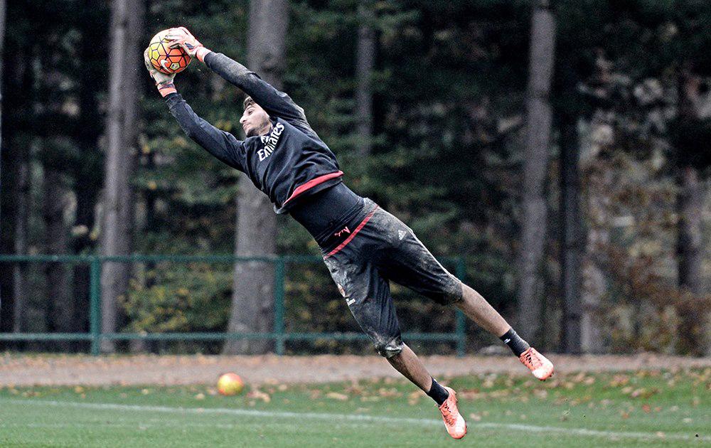 Apesar da idade, Donnarumma apresenta porte físico de veterano (Foto: Divulgação/AC Milan)