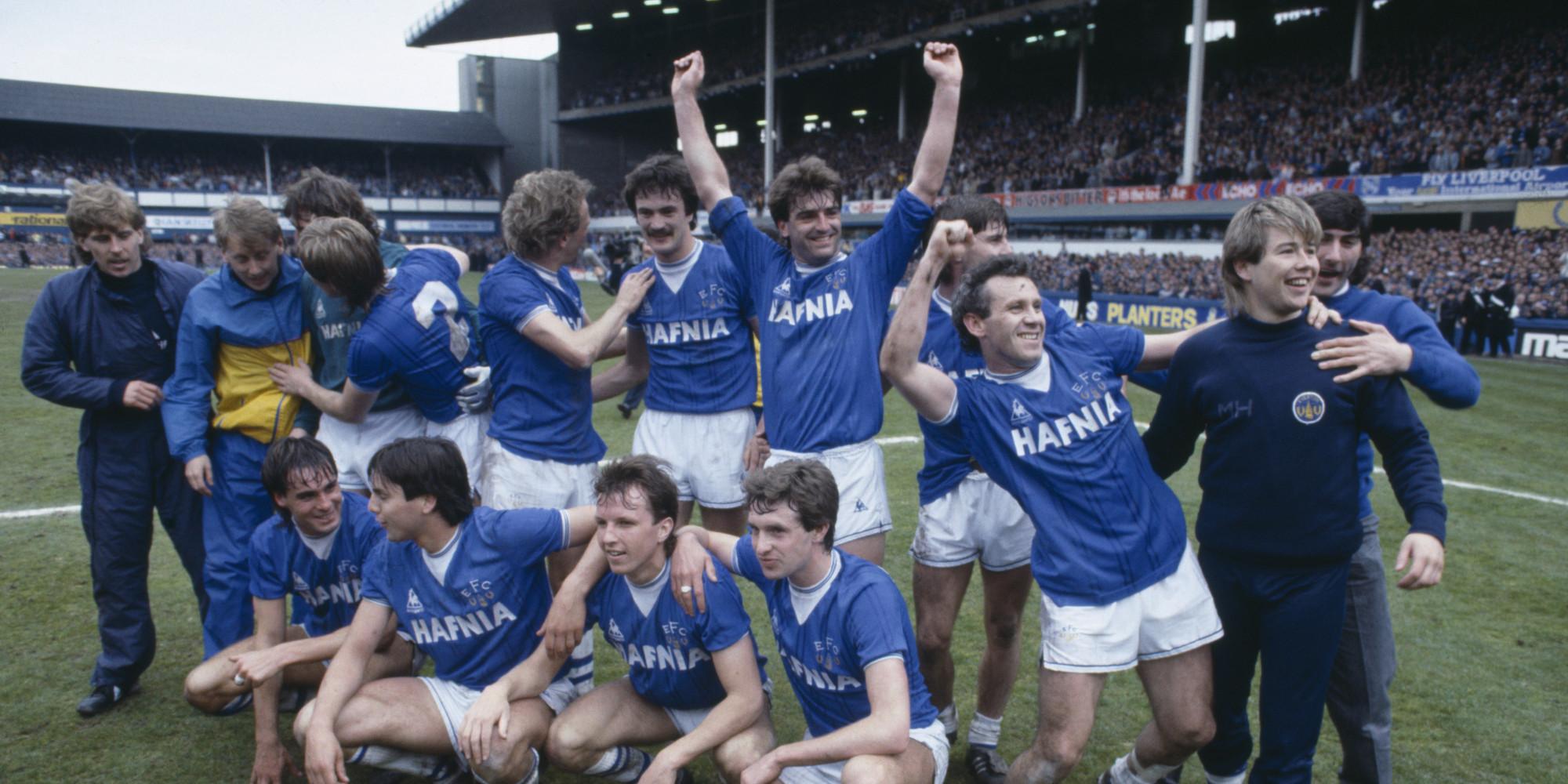 Everton comemora o título inglês em 1985, com apenas 3 derrotas em 42 jogos (Foto: Reprodução)