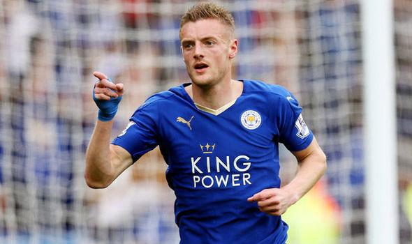 Jogador celebra um de seus 14 gols pelo Leicester (Foto: Reprodução)