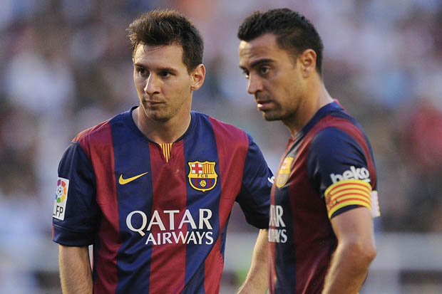 Messi e Xavi: sintonia de craques (Foto: Reprodução/Twitter)