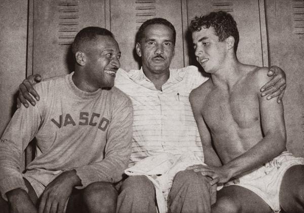 Gradim (centro) em seus tempos de treinador do Vasco, antes de se mudar para o Equador (Foto: Reprodução)