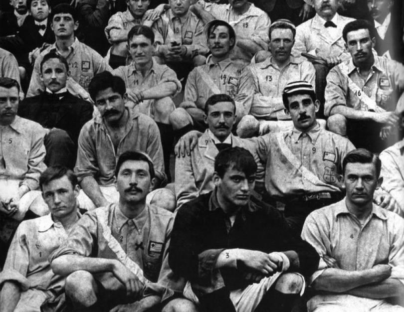 Com camisa celeste e faixa diagonal, jogadores do Nacional venceram a Argentina em Buenos aires em 1903 (Foto: Reprodução/Taringa)